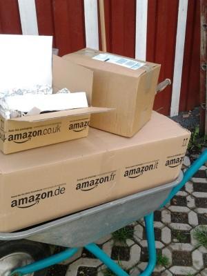Schubkarre voller Geschenkpakete